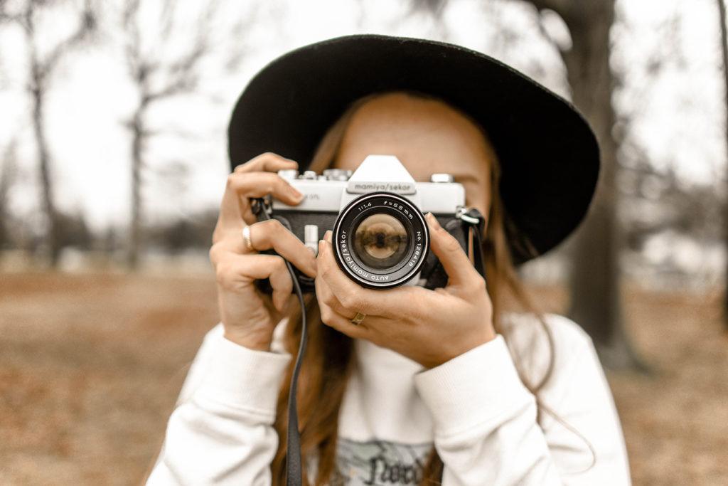 Retos fotográficos, mujer tomando fotos
