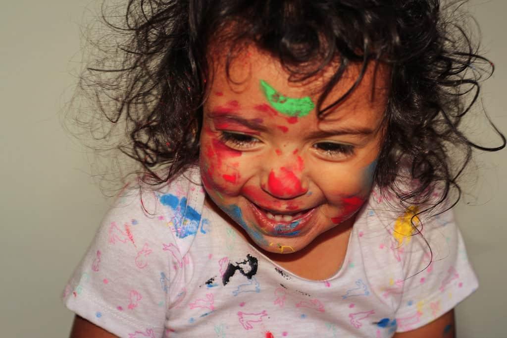 Inspiracion para las fotos de tus hijos, niña con la cara pintada