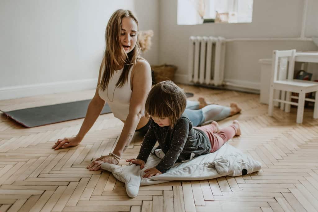 celebración día del niño. yoga para niños