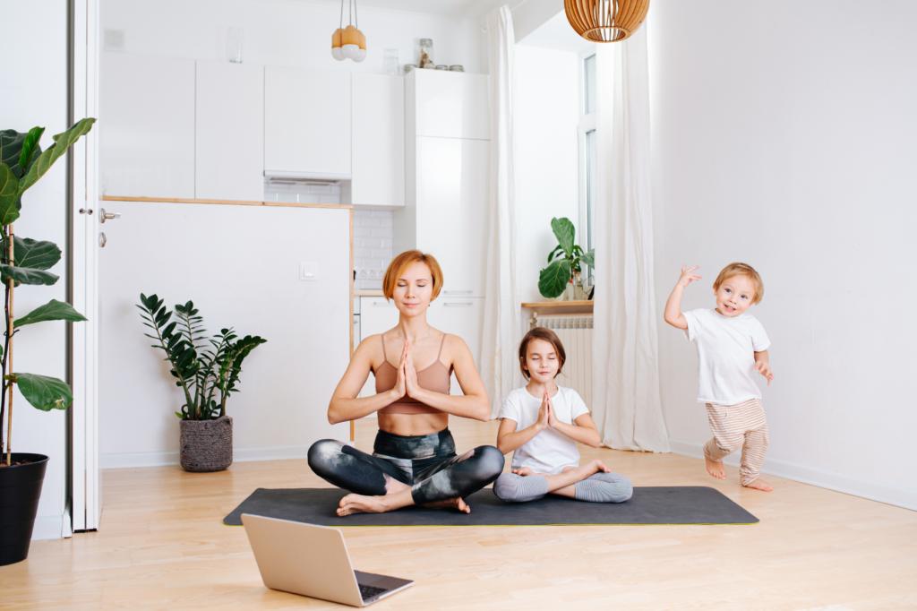 yoga con niños niños aburridos  ¿Cómo ayudo a mi hijo con su aburrimiento?